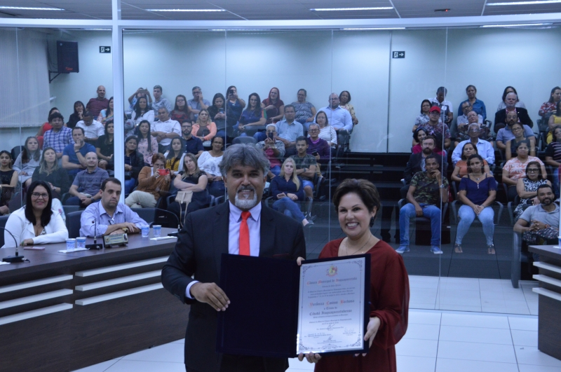secretaria-adjunta-de-educacao-e-homenageada-na-camara